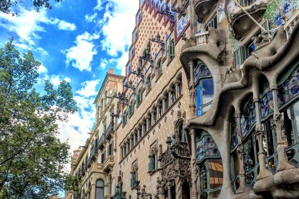 A walk through modernism manzana discordia