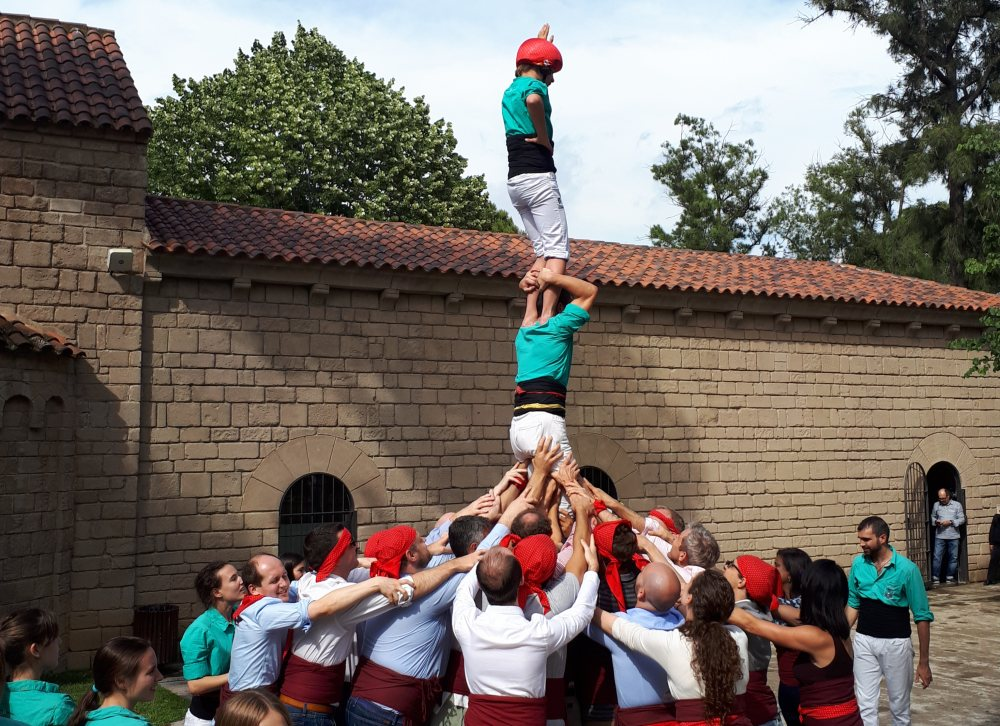 HUMAN TOWERS: BACK TO THE ROOTS