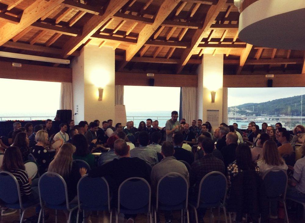 BOOMWHACKERS ORCHESTRA: LA FUERZA DEL EQUIPO EN SINTONÍA