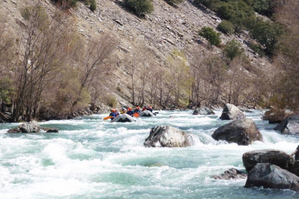 outdoor meeting rafting experience