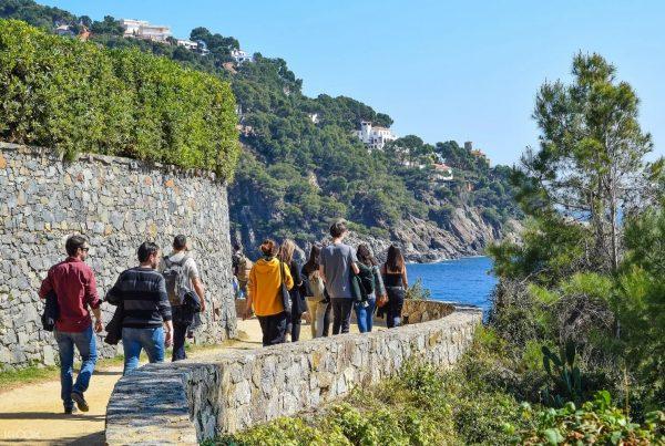 Outdoor meeting hiking experience Cami de ronda