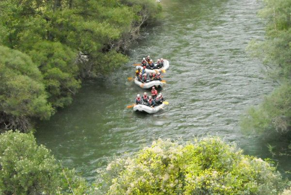 Team building outdoor Rafting Pyrenees