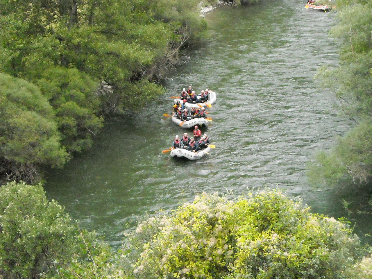 Team building outdoor Rafting Pyrenees